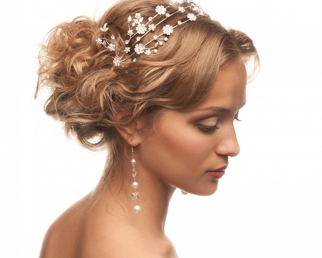 Укладки на средние волосы прически для девушек