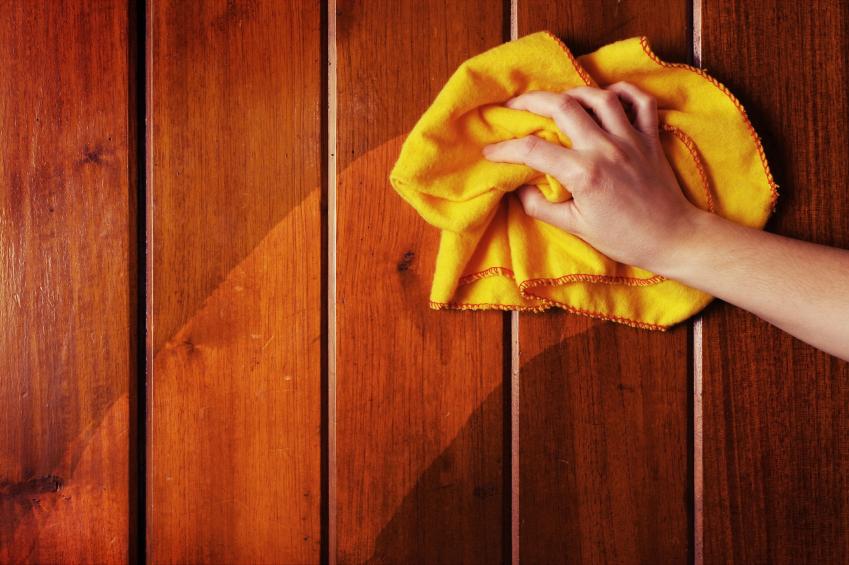 Чистка-деревянной-мебели